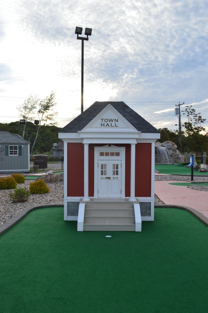saybrook-point-inn-mini-golf-1