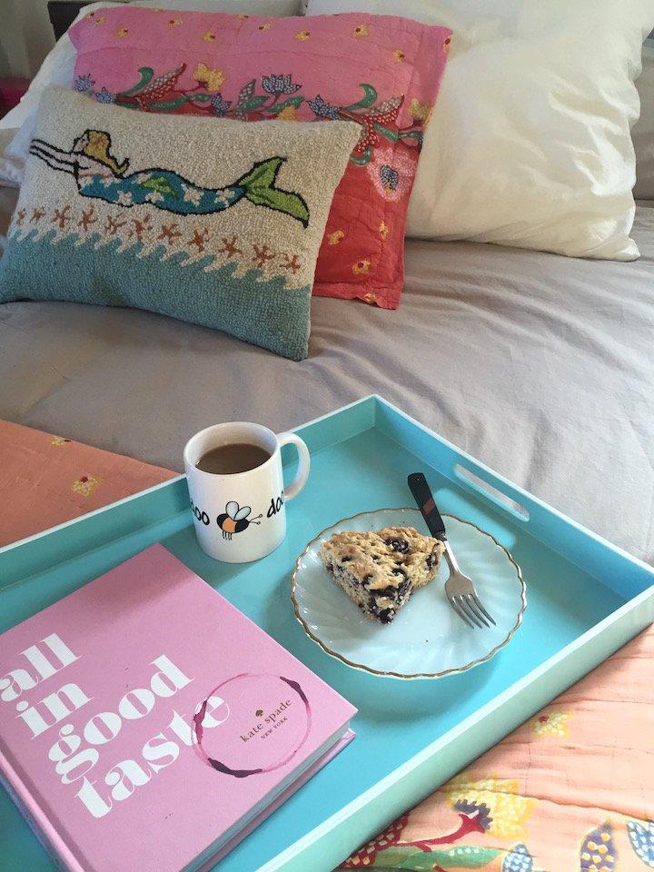 breakfast in bed, bedface, bedding, breakfast recipes, blueberry cake, home decor