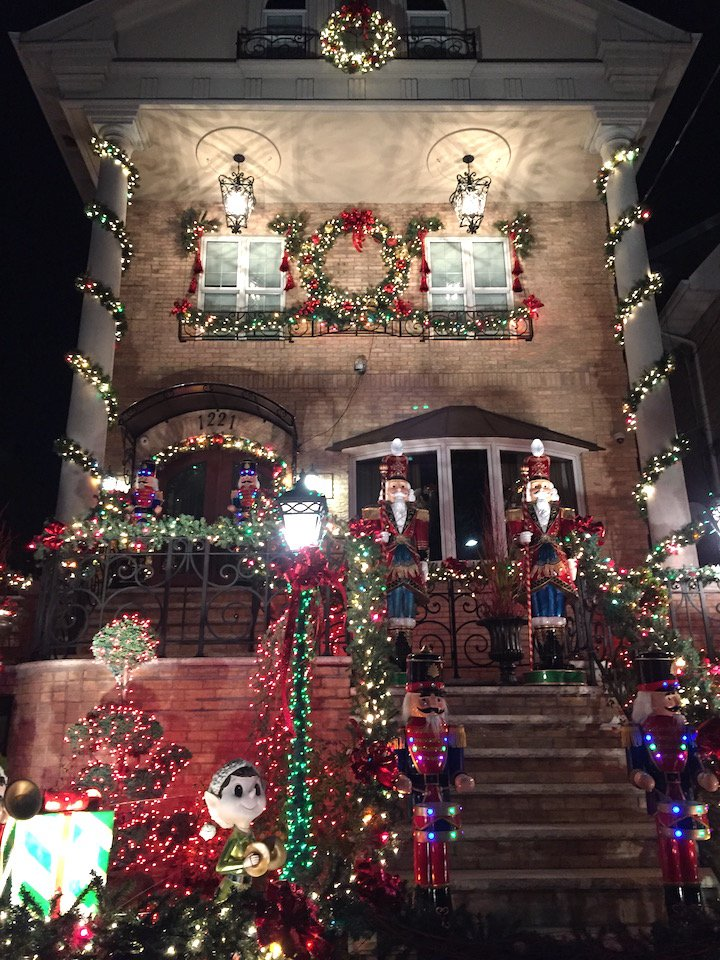 dyker-heights-nyc-holiday-spots