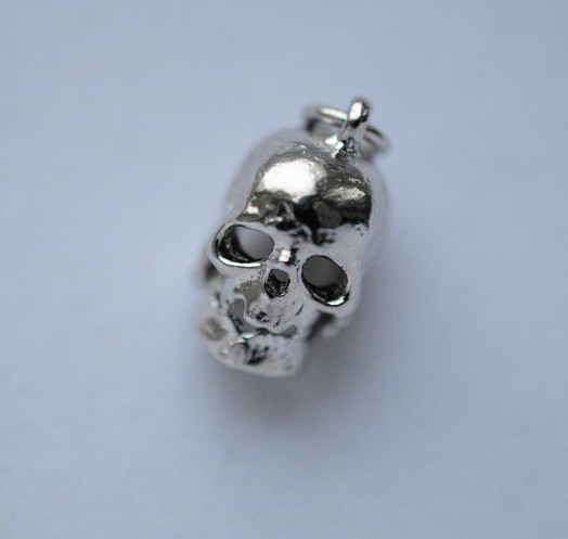 skulls, skull charms, skull jewelry, halloween jewelry, giveaways, fall giveaways,