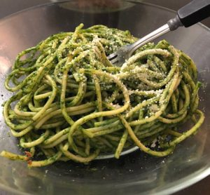 easy weeknight meals for two, easy weeknight meals, spinach pesto pasta, dinner recipes