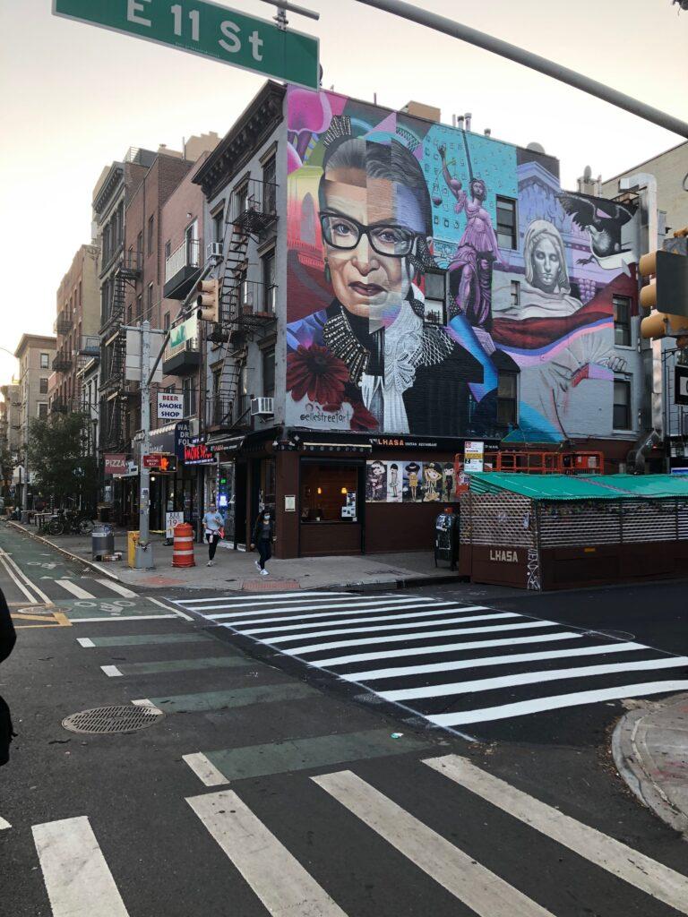 outdoor art in nyc, nyc art, nyc street art, free art in NYC, NYC murals, NYC artists, best NYC street art, NYC holidays, NYC holiday decorations